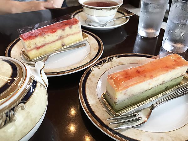 奥が「バラとクランベリーのケーキ」、手前が「桜と苺のケーキ」どちらもGood!