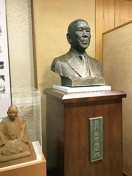 優しいまなざしの江崎利一翁。97歳まで長生きされました。