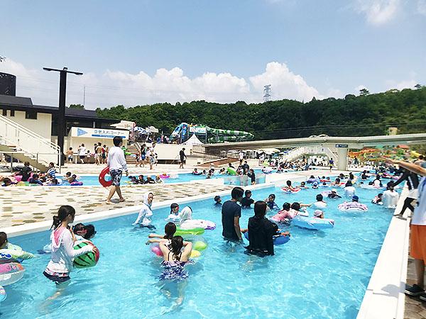 これだけ大きなプールを簡単に作ってしまう延田グループの資金力、侮り難しですね。