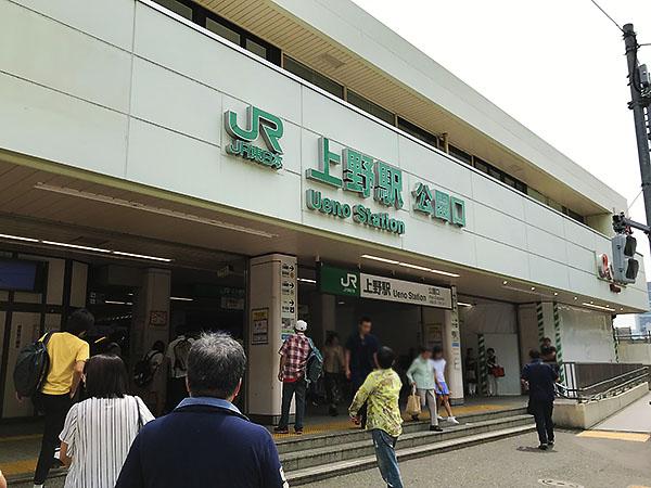 上野の森美術館がある上野公園へは、JR上野駅「公園口」から歩いてすぐです。