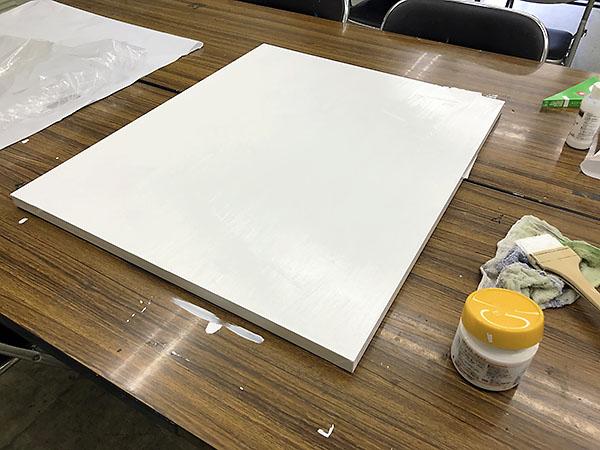 3月、キャンバスにジェッソ(下地剤)を塗ったところで制作はストップしていました。