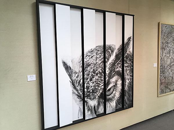 立体パネルで構成された作品。大きなフクロウ(?)が迫ってきます。写真で伝わるかな?