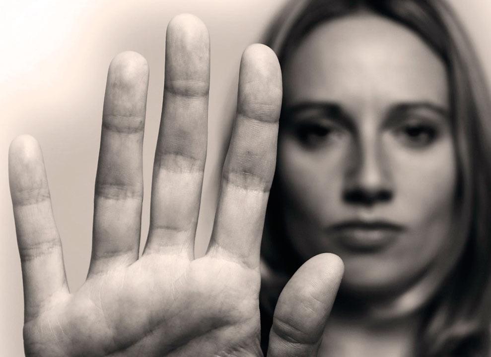 ¿Por qué algunos hombres maltratan a las mujeres?