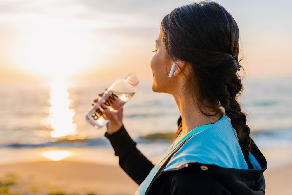 drikke vand, drik vand, hydrering, hvor meget vand skal man drikke om dagen, husk at drikke vand