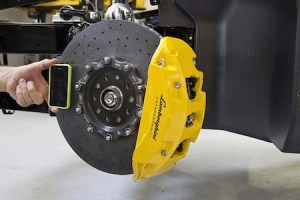 aventador-suspension_fr_det_brake_oa_1200