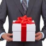 Sự trang trọng trong việc cung cấp quà tặng cuối năm hiện nay