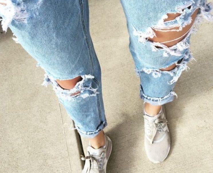 Дырки и лохмотья: как в действительности делают мегамодные рваные джинсы