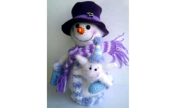 Вязаный крючком Снеговик со снежинкой. Описание