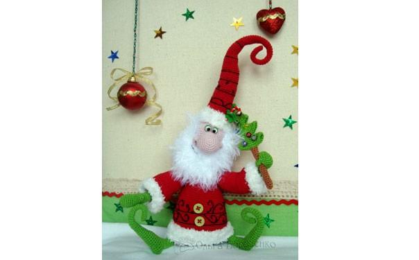 Вязаная крючком игрушка. Дед Мороз с елкой. Описание