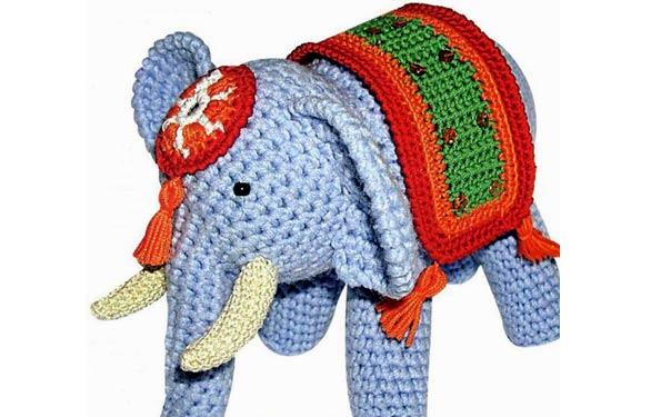 Вязаная крючком игрушка. Слон с попоной. Описание