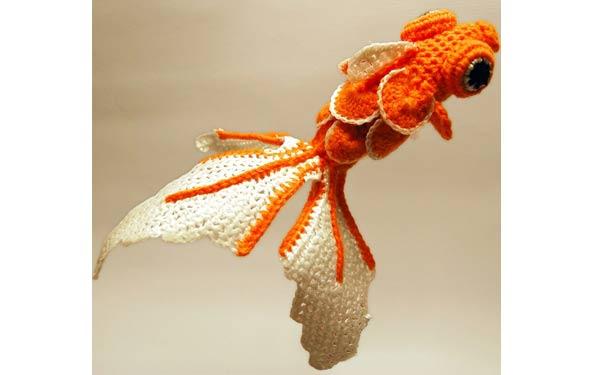 Вязаная крючком игрушка. Золотая рыбка. Описание