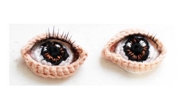 Как связать крючком красивые глаза для куклы