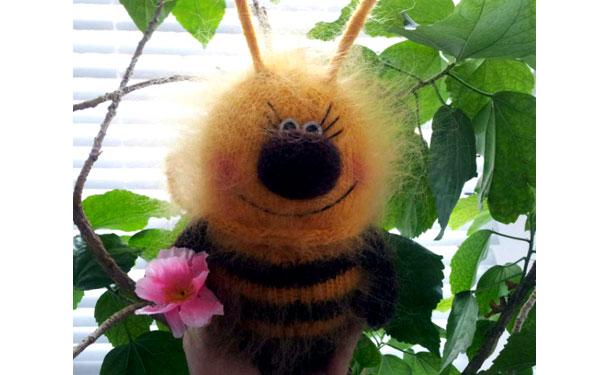 Вязаная пчелка Жужу. Спицами