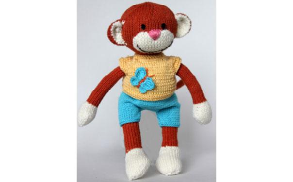 Вязаная обезьянка в шортах. Описание