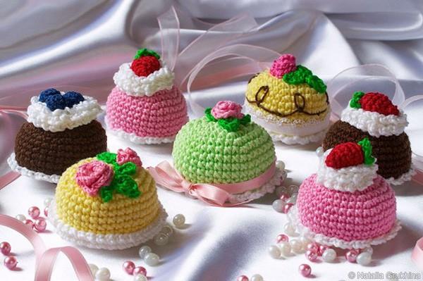 Вязаное красивое пироженое. Схема
