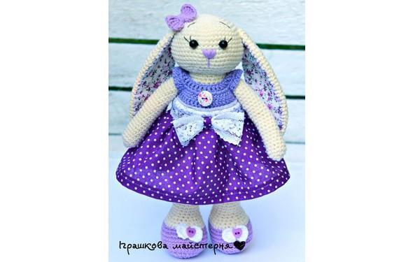 Вязаная зайка Длинноушка в фиолетовой юбочке