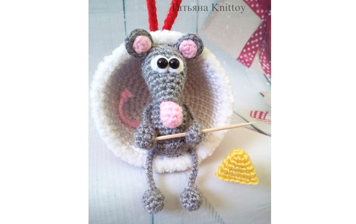 Мышка с уловом. Новогодняя игрушка