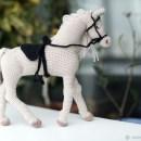 Вязаный крючком Белый конь. Описание