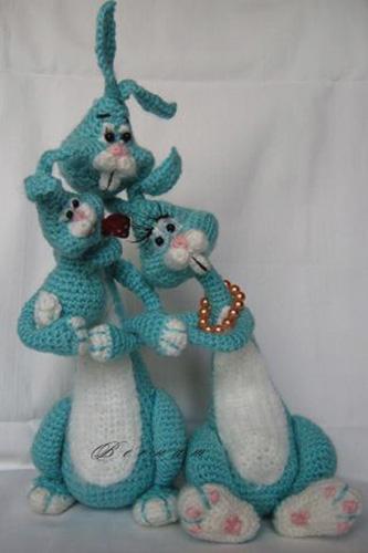 Семейка зайцев. Крючком