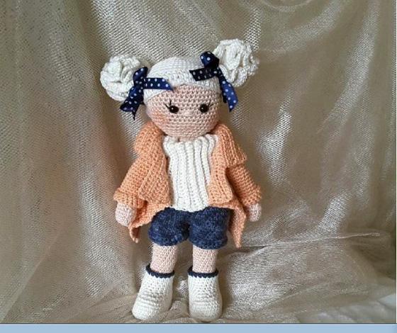 Вязаная крючком куколка Лаура