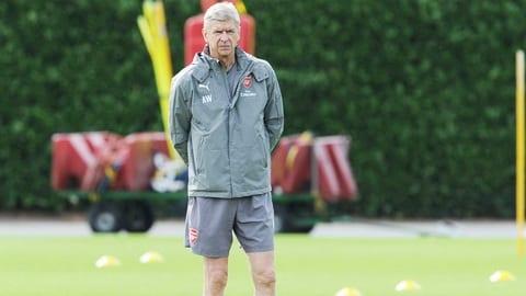 HLV Wenger tuyen bo se mang them mot tien dao ve Arsenal hinh anh