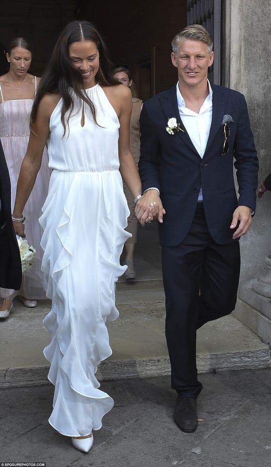 Đám cưới giản dị nhưng lãng mạn của đôi VĐV thể thao nổi tiếng