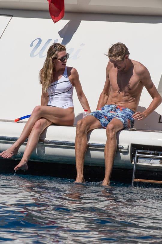 Vợ chồng Peter Crouch vui vẻ trên du thuyền ngoài đảo Mallorca