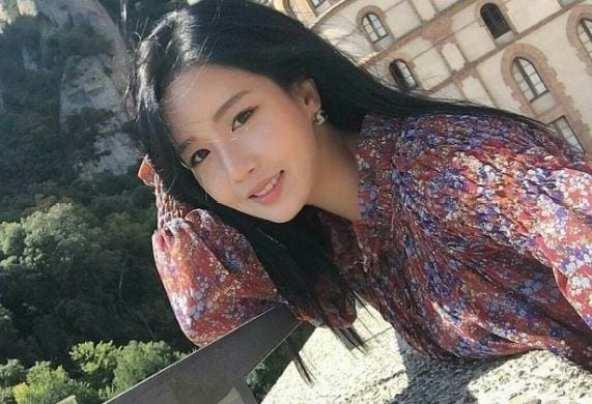 giao-vien-day-toan-xinh-nhu-hot-girl-duoc-dan-mang-lung-suc2