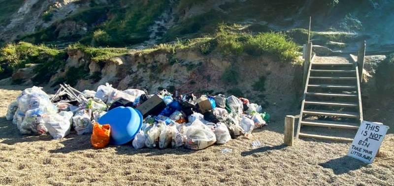 Rubbish left on the beach