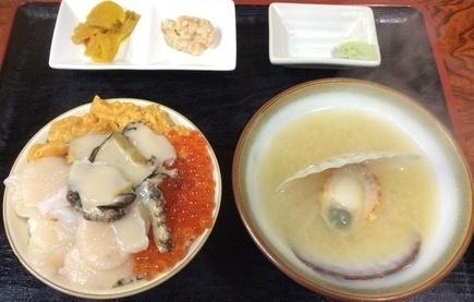 ろくさん食堂四色丼.jpg