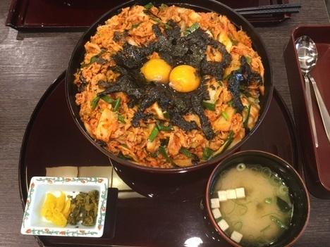 宮原SA三南デカ盛りチャレンジメニュー豚キムチ丼メガ