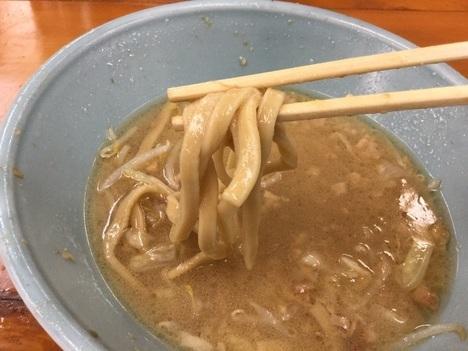 ラーメン二郎新橋大ラーメンヤサイマシマシ麺リフト