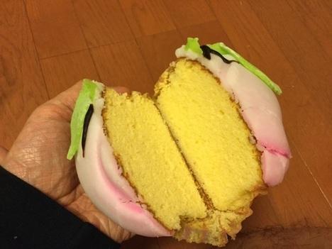 宝屋菓子舗桃カステラ断面