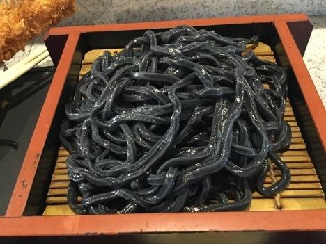 辰麿ジャンボエビフライ竹炭セットランチ