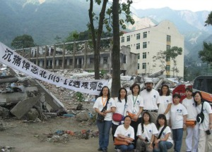 Shen Heyong and students in post-earthquake Sichuan