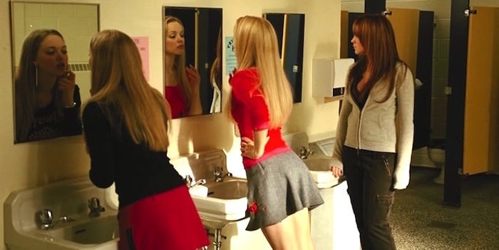 10 Ladies Bathroom Rules Every Girl Knows She Should Follow