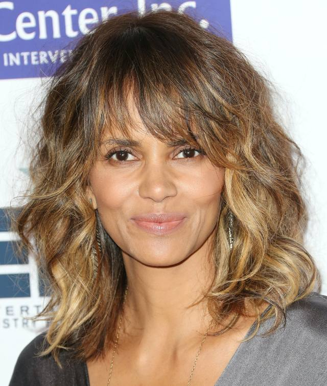 halle berry's new haircut is her coolest look since that
