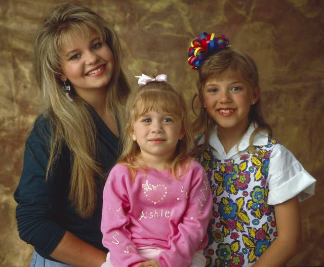 13 'full house' scrunchie hairstyles that will make you miss