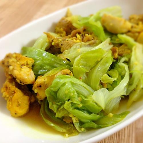 鶏肉とキャベツのターメリック風味の炒め物