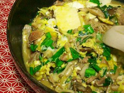 豆腐ときのこのピリ辛卵とじ