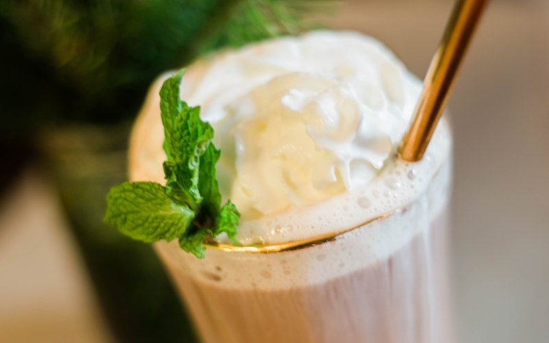 Homemade Hot Chocolate | Peppermint Essential Oil Drink