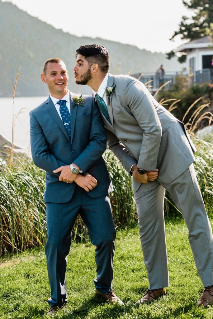 wedding shot list, silly best man groom photo, best man surprised groom by trying to kiss him