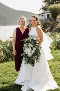 mother of the bride dress idea, burgundy mother of the bride dress, mother daughter wedding portraits, beach wedding in Pacific Northwest
