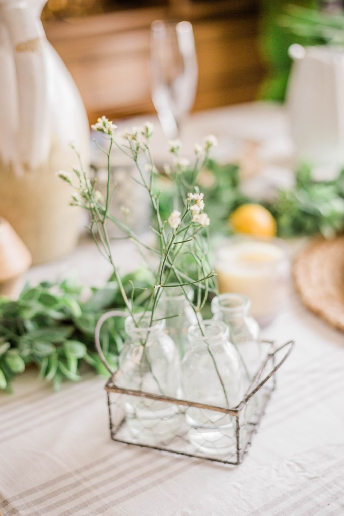 white flowers spring table decorations