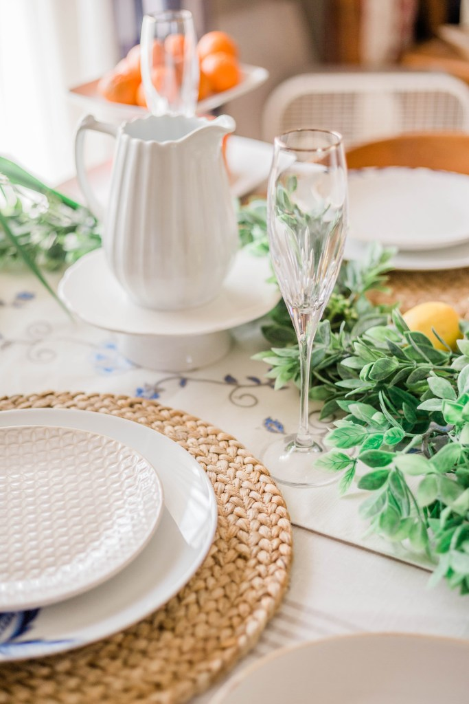 Spring Tablescape inspiration ideas for neutral simple and elegant spring table decorations