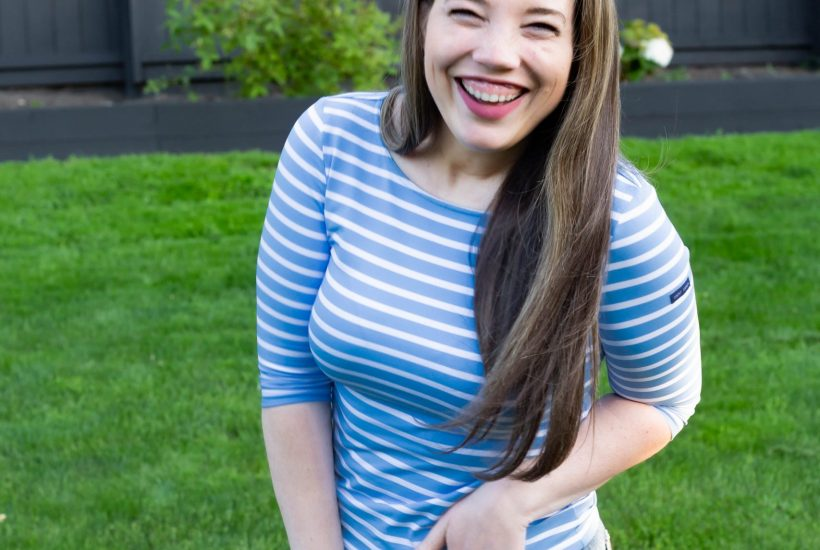 classic striped shirt with high waisted mom jeans and gingham headband outfit for spring or summer