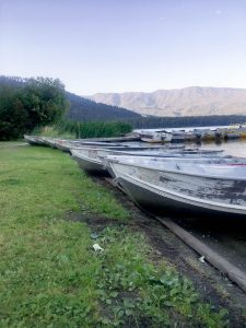 Row boats lined up along the shore of Fish Lake in Leavenworth Washington