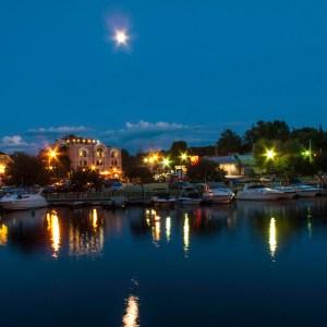 Magog Marina illumine par la lune