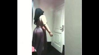 سكس خليجيات محجبات ترقص باجمل لانجري سكسي شفاف