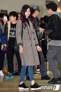 트와이스 쯔위가 27일 오전 Mnet '엠카운트다운 IN JEJU' 참석차 김포국제공항을 통해 제주로 출발하고 있다.
